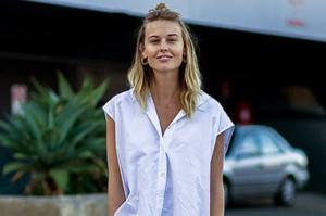 Как носить белое летом: 20 стильных образов на любой случай