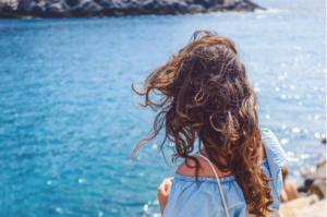 Кудрявые волосы: 8 ошибок, которые вы совершаете при уходе за ними