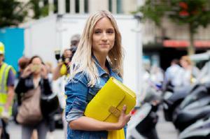 Цвет опасности: как носить трендовый желтый